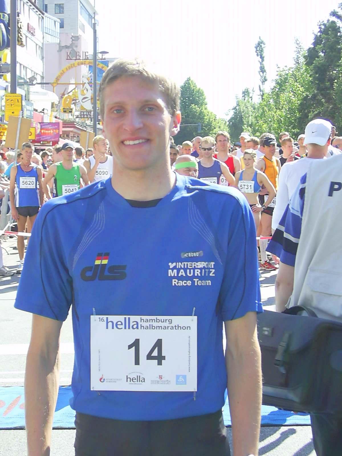 16. hella Halbmarathon 2010: Norddeutscher Lokalmatador Dennis Mehlfeld (Lübecker SC), wird 7.