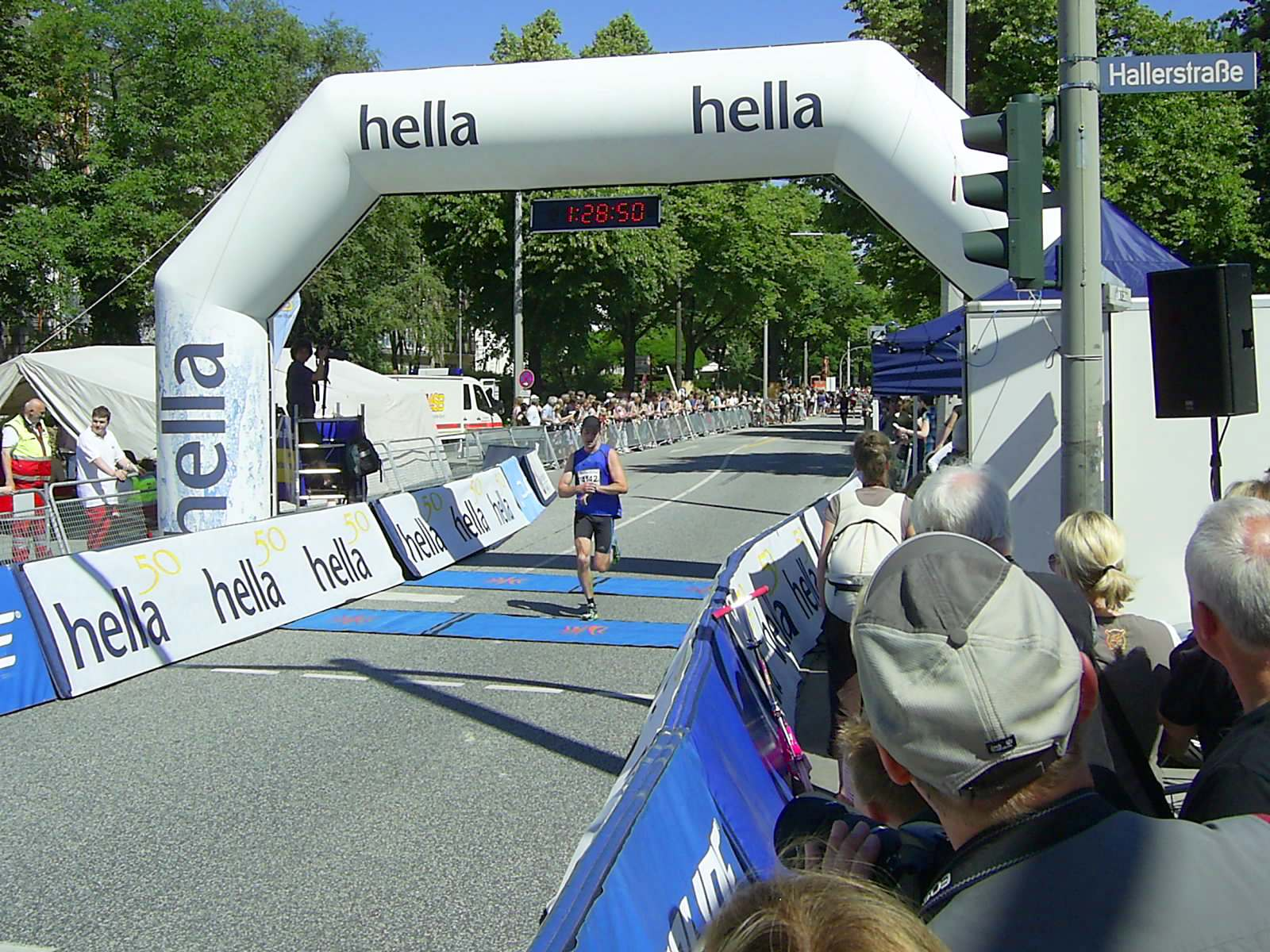 16. hella Halbmarathon 2010: Zieleinlauf Stephan PELZ, 97.